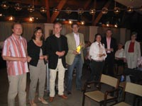 Herr Schmidt, vierter von links, ist der 100. Stifter