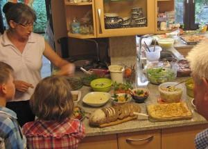 Ernährungsexpertin Schmidberger am klimafreundlichen Buffet