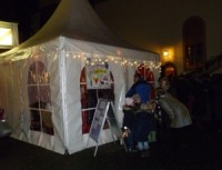 Abendliche Stimmung vor dem Zelt