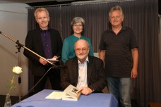 Niklas Frank mit (v.l.) Thomas Michael, Rosemarie Stindl, Wolfgang Meny (Foto:  Helmut Pfeifer).
