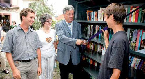 Eröffnung des Wieslocher Bücherregals